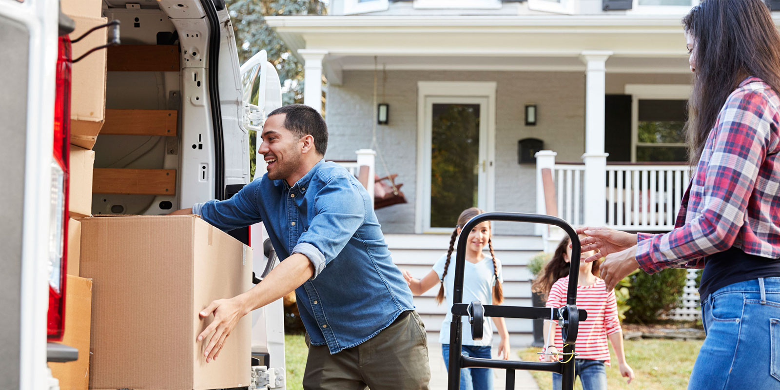 a family being helped by south florida local moving companies like aragon